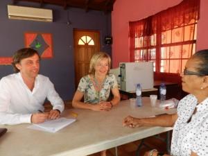 Flora Molina ta kòmbersá ku representante di Ombudsman Nashonal – potrèt: Belkis Osepa