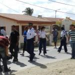 Polis ta marcha pa e edifisio di RCN – potrèt Belkis Osepa