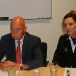 Fiskal Henry Hambeukers i hefe di kuerpo di polis Hildegard Buitink | potrèt: Belkis Osepa