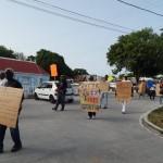 Protesta kontra e státùs aktual – potrèt: The Daily Herald/Althea Merkman