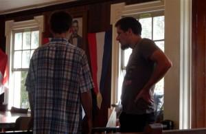 Vladimir Makarenko (r) i Taras Vakanchuk (dr) den sala di korte – potrèt: The Daily Herald / Althea Merkman