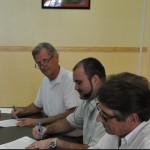 Sjoerd Slagter, diputado Johnson, i Wim Littooij di Education Task Force – potrèt: Government Information Service