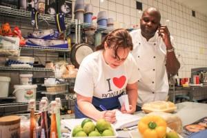 Djis promé ku Pasku ainda pedido ta drenta na Bandabou Catering na Amsterdam – Potrèt : John Samson