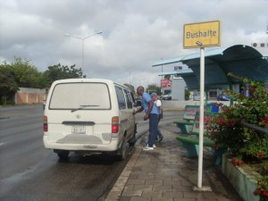 Usuarionan ta eksigi bahada di tarifa di bus | Potrét Jose Manuel Dias