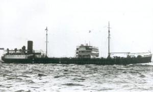 Dia 16 di febrüari 1942 un torpedo di un supmarino aleman tipo U-67 a dal e tènker Rafaela, un kilometer pafó di kosta serka Sint Annabaai | potrèt: uboat.net