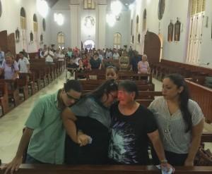 Famia di Mitch Henriquez durante sacrificio den misa di Noord. Foto: Ariën Rasmijn