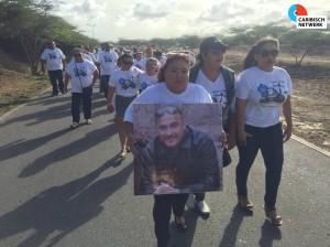 Un desfile chikitu a kana huntu for di aeropuerto te na e kas mortuorio – potrètnan Ariën Rasmijn