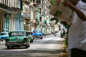 Outo merikano bieu ainda ta un bista karakterístika riba kaya na Havana – potrèt: Anneke Polak