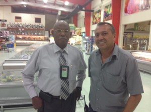 Sidney Provance ku Joel da Silva Gois despues di kontrol na Goisco | Potrèt: Deya Mensche