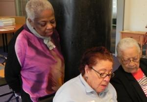 Mariëta Emers di Caribische Senioren Tilburg ta bisa ku e ta komprondé masha bon pakiko mas i mas hende grandi di Kòrsou ta haña ku Kòrsou a laga nan na kaya – potrèt di archivo: Jamila Baaziz
