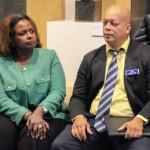 Minister plenipotesiario Marvelyne Wiels i direktor Arthur Con di FKP na Amsterdam durante un seshon di informashon – potrèt: John Samson