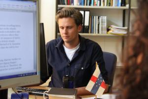 Dr. Wouter Veenendaal ta investigá e situashon polítiko den e partinan karibense di Reino – potrèt: John Samson