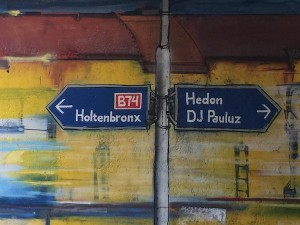 Un 'grafiti' na Zwolle ta konmemorá e tempu ku Holtenwijk tabata un bario ku mal fama – potrèt: Pieter Hofmann