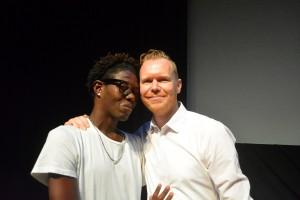 Quensley Raphael (man robes) i direktor Sebastian Kes na e estreno | Potrèt: Dick Drayer