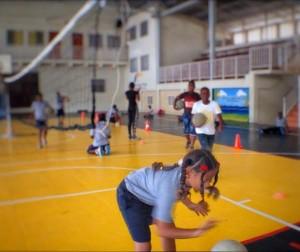 Ku un koperashon ku bònt di volleyball, FDDK por a pone un flur nobo na Don Bosco – potrèt: Elisa Koek