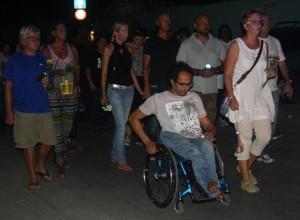 E tumadónan di e inisiativa pa un marcha di silensio Mimoun Himmet i Marieke Knol ta kana dilanti – potrèt Janita Monna