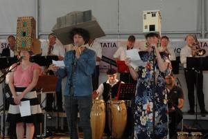 Pink Pony Express ta kanta himno di Madurodam –potrèt: Pieter Hofmann