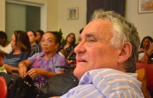 Bob Pinedo na e enkuentro di informashon | Potrèt: Dick Drayer