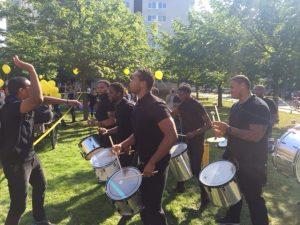 Jannuel Rosina i su brassband den akshon na e parada di diversidat Ieder 1 na Amsterdam – potrèt: Pieter Hofmann