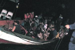 Wardakosta ta para un boto ku imigrante ilegal for di Venezuela - foto: archivo Wardakosta