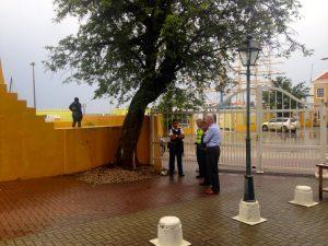 A sigurá besindario di Fort Oranje durante e seshon – potrèt: Gijs van den Heuvel