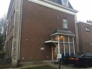 Entrada di Kas di Kòrsou di ántes, Badhuisweg 175 na Den Haag – potrèt: Pieter Hofmann